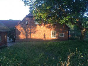 Haupthaus am Morgen